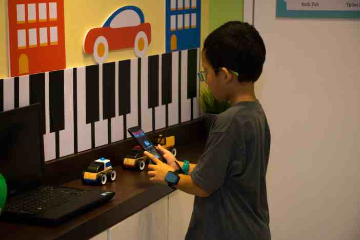 IMAGE 6 - Match emoji with real objects using Artificial Intelligence (AI) technology at KidZania Kuala Lumpur 'KidZ & Tech 3.0' Programme
