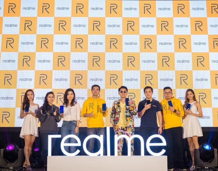 Image 1 (from L to R) - Tiffany Teh, realme malaysia; Joee Cheong; Hunter Wang, ; Izzue Islam, Max Wong, Lazada Malaysia; and KC Har; realme malaysia