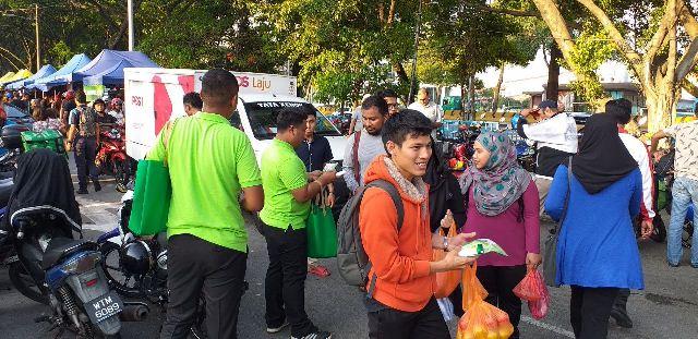 08 Dettol Team at Bazaar Jalan Kuching