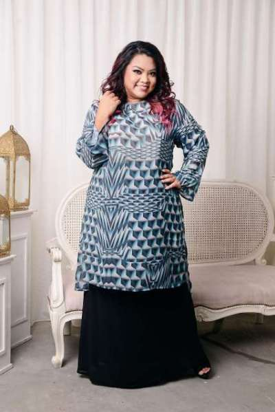 LONG SLEEVE TUNIC KURUNG IN MINT with BLACK LONG BIAS-CUT SKIRT IN BLACK (1)