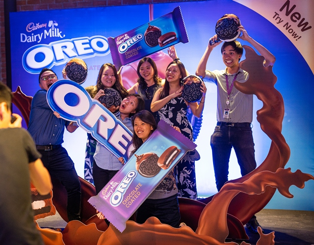 Oreo Stays Playful with the Launch of Oreo Chocolate Coated - Guests taking pictures at the Oreo 3D photo wall - Photo by RMi Photography