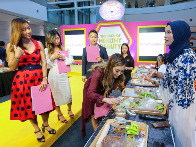 (Right) Nurul Ezzaty explaining her healthy edible terrarium to the judges at the Grand Finale of The Face of Healthy Beauty