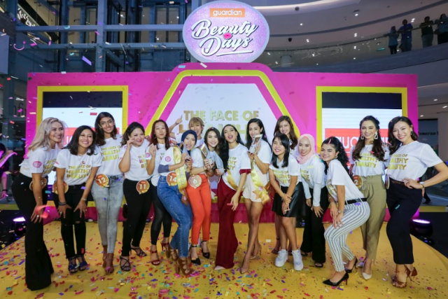 The 16 grand finalists of The Face of Healthy Beauty posing for a group photo