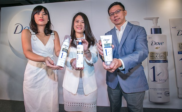 Enjoy the Little Things that Make a Big Difference and Pamper Yourself at the #Dove1Minute Care - [L-R] Chloe Meng, Dove Senior Brand Manager, Natalie Goh, Hair Care Marketing Manager, John Goh, Dove R&D Deploy Man